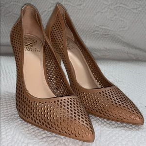 Sz 7.5 tan leather laser cut Vince Camuto Pumps